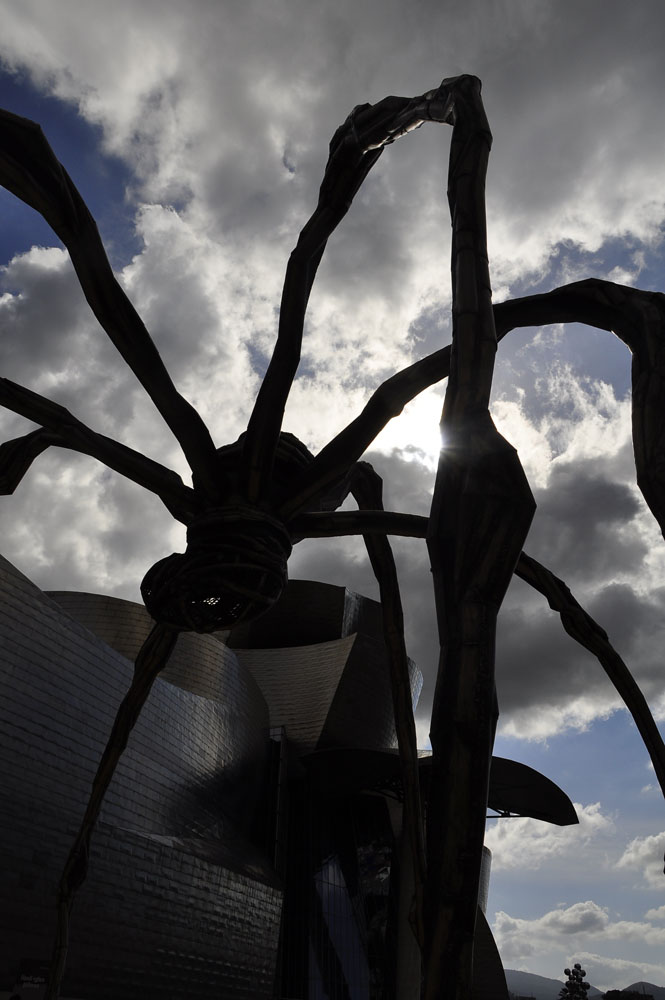 "Louise Bourgeois, ""Maman"" Bronze, H. 9m. Foto: J. Arnold"