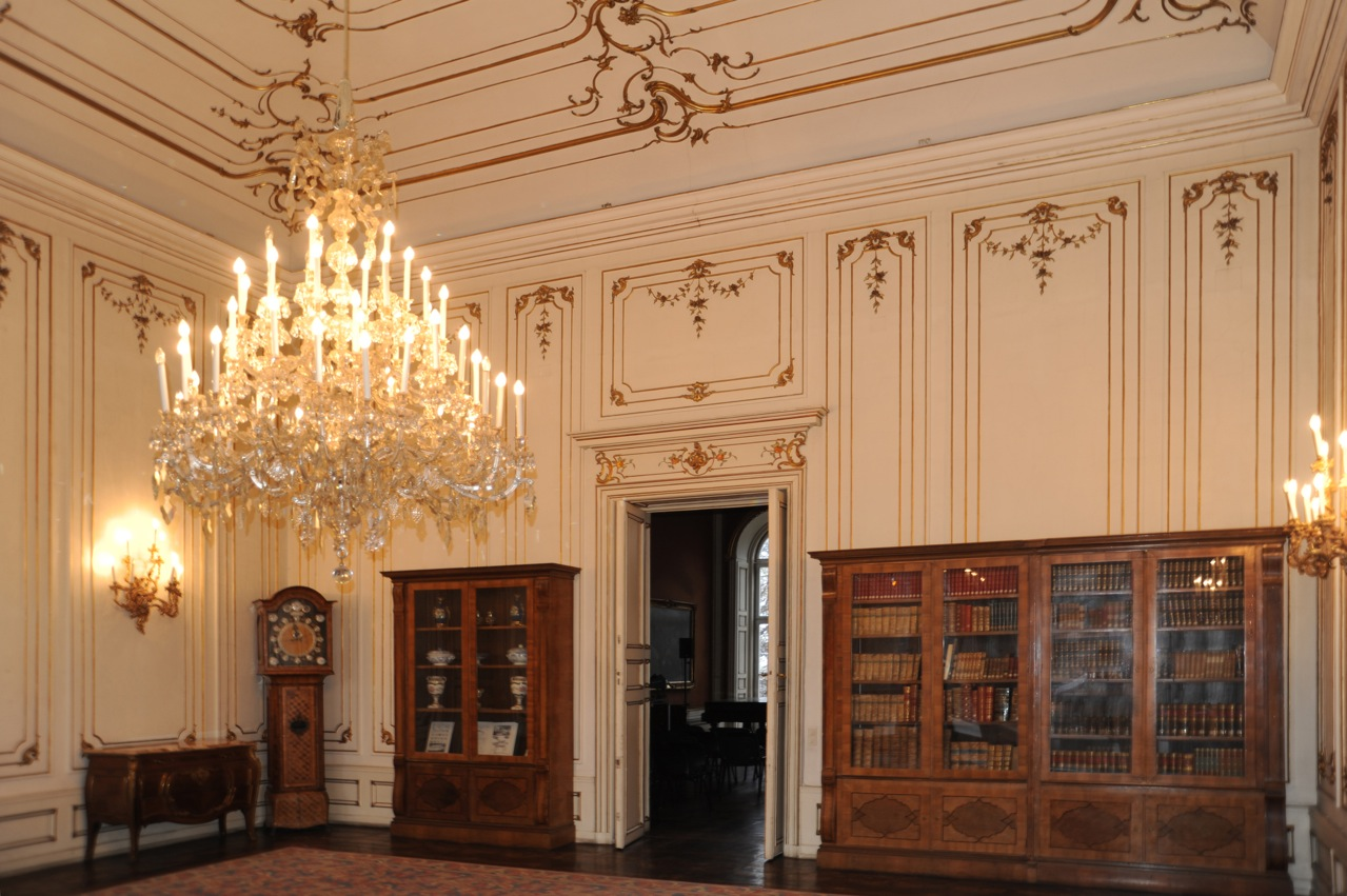 Impressions of the changing interior in a viennese palais - Slon beige ...